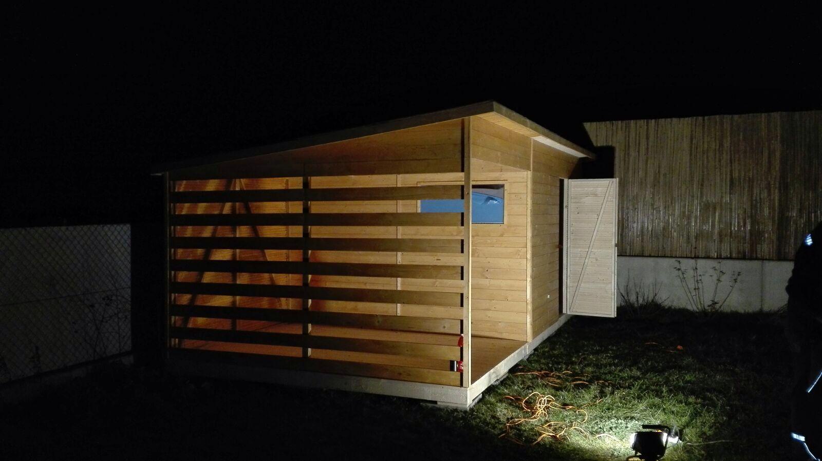 Caba as y casetas con terraza caseta de jard n de madera for Casetas de jardin con suelo